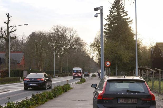 Onwettige camera's langs Torhoutse Steenweg moeten verplaatst worden