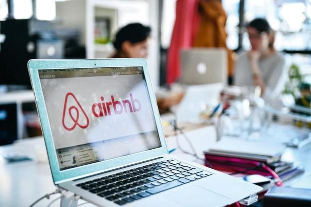 Airbnb licencie un quart de ses employés et revient à ses racines