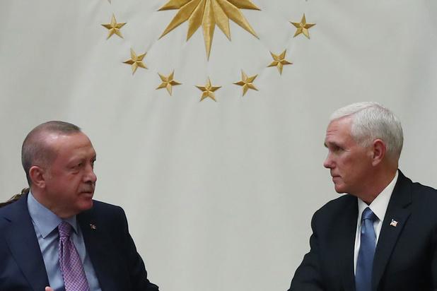 La Turquie suspend son offensive en Syrie