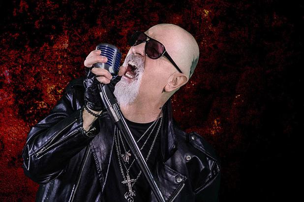 De zanger van Judas Priest maakte een kerstplaat, en daar zaten mensen op te wachten