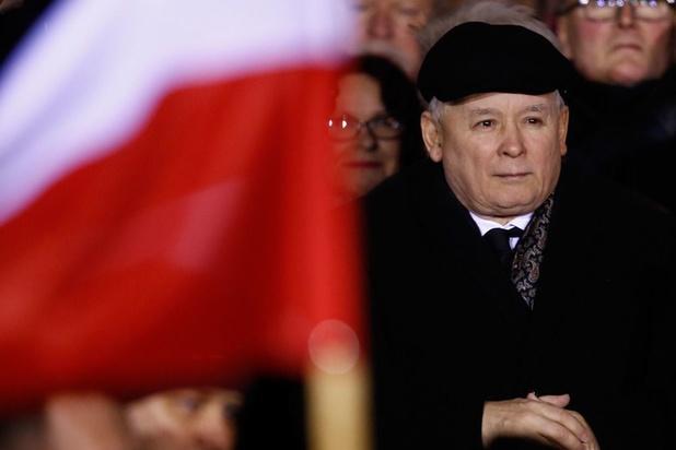 Poolse sterke man Kaczynski kondigt herschikking en inkrimping van regering aan