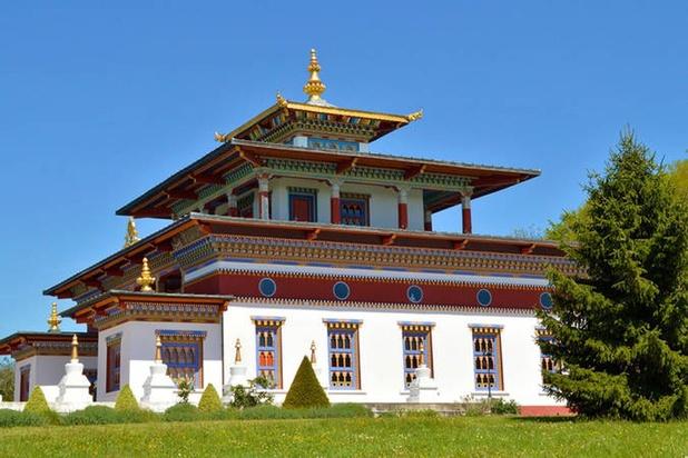Le chausseur Christian Louboutin remporte le très convoité pavillon du Bhoutan de l'Expo universelle de 2000