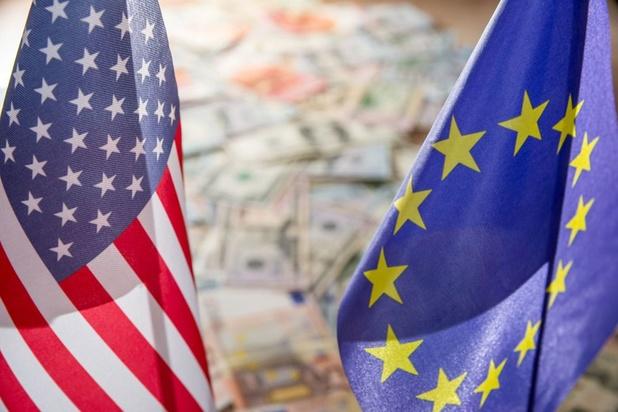 L'euro progresse face au dollar et se rapproche de son plus haut en deux ans