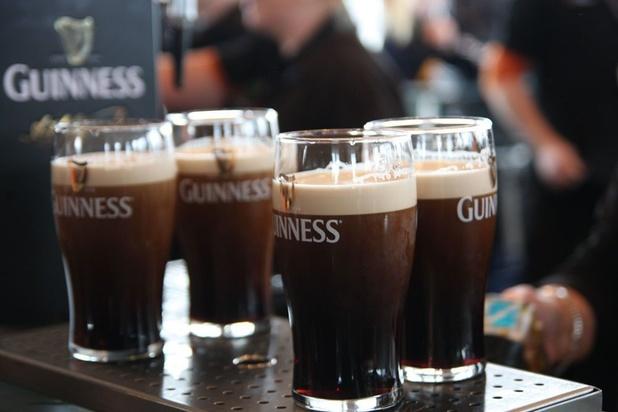 Guinness, Smirnoff, et Johnnie Walker vont eux aussi aider à la fabrication de gel hydroalcoolique