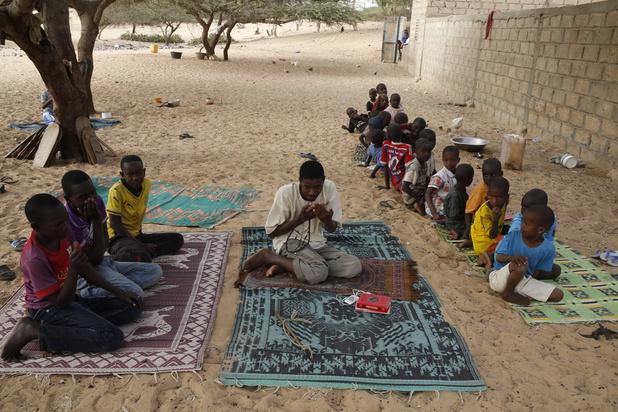 Des élèves des écoles coraniques enchaînés divisent le Sénégal