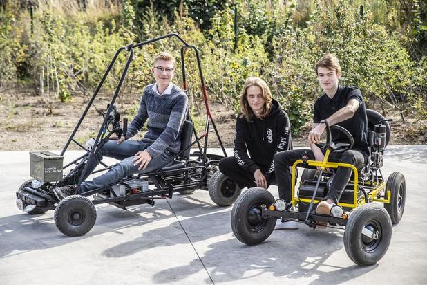 Rumbeekse vrienden toveren elektrische rolstoelen om in gocarts