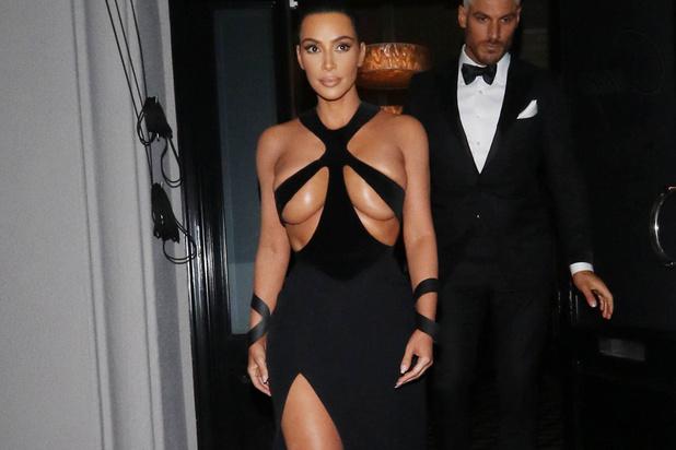 Kim Kardashian plie face à la critique et débaptise sa gamme de lingerie gainante