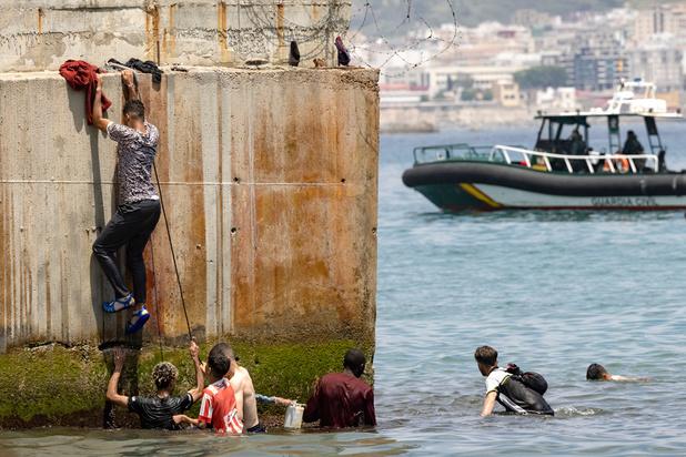 """Ceuta ou """"la mort"""": des milliers de Marocains prêts à tout pour rallier l'Espagne"""