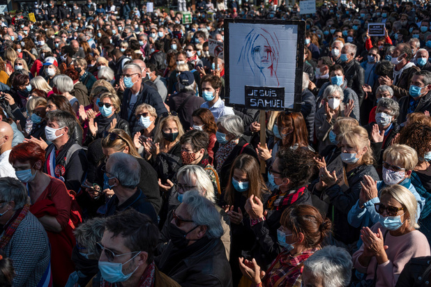 Des milliers de personnes rassemblées à Paris en hommage au professeur décapité