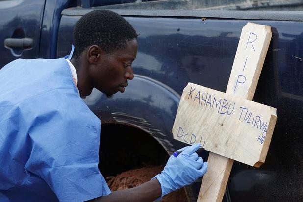 Après la RDC, l'épidémie d'Ebola s'étend à l'Ouganda et tue un enfant