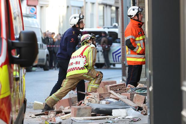 Un mort et deux blessés dans l'effondrement de l'étage d'un immeuble à Mons