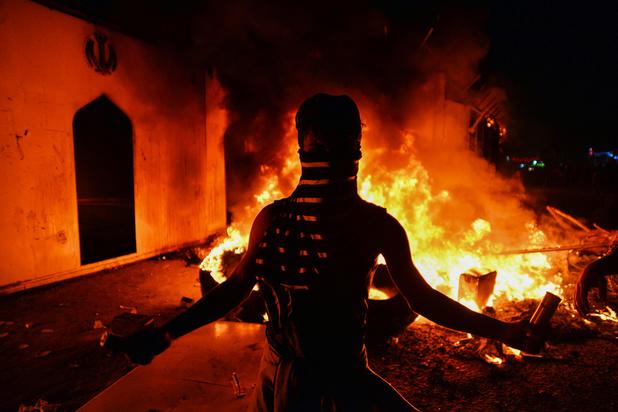 Irak: au moins 13 manifestants tués, consulat iranien incendié a Najaf