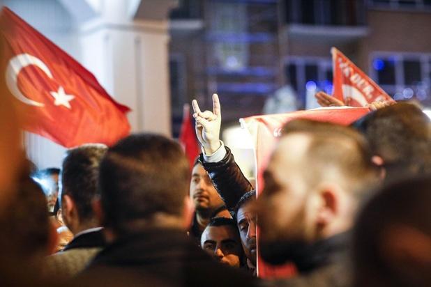 Frankrijk verbiedt officieel Turkse Grijze Wolven