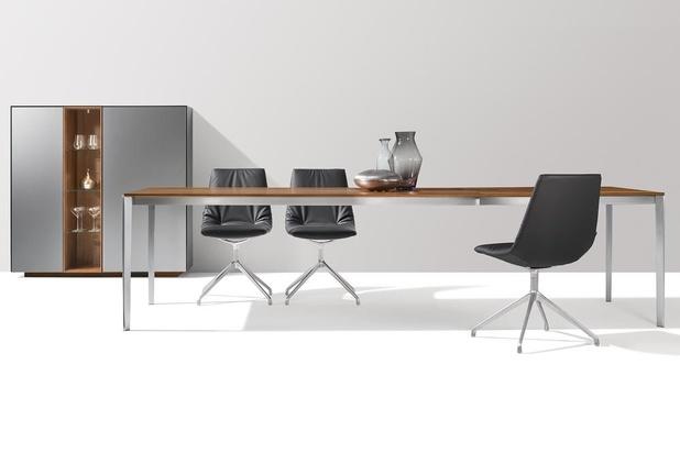 Stijlvol tafelen met natuurhouten design meubilair van TEAM 7