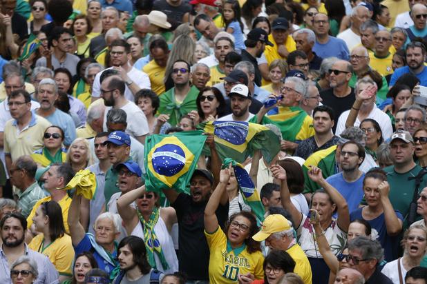 Brésil: des milliers de personnes protestent à Sao Paulo contre la libération de Lula