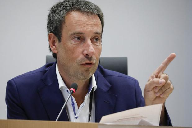 Philippe Goffin nieuwe minister van Buitenlandse Zaken en Defensie, Geens neemt Europese Zaken over