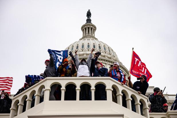 Assaut du Capitole: un élu démocrate porte plainte contre Trump