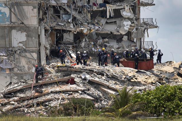Effondrement d'un immeuble en Floride: le bilan passe à 5 morts et 156 disparus