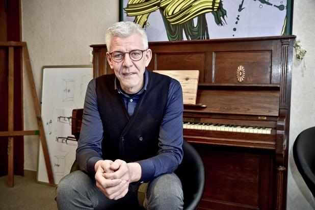 Peter brengt een monoloog over ééncelligen in De Spil in Roeselare