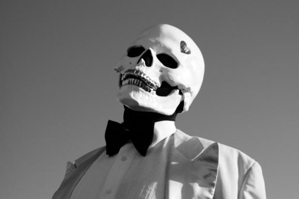 Wie is Vladimir Cauchemar, de gemaskerde dj die de blokfluit weer cool maakt?