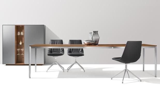 Dîner en style avec les meubles design en bois naturel de TEAM 7