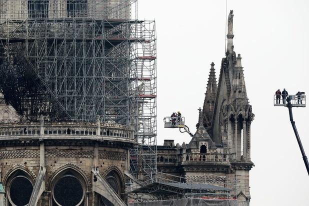 """Notre-Dame: la structure """"tient bon"""" malgré des """"vulnérabilités"""""""
