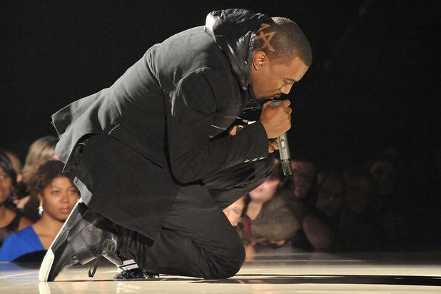Les Nike Air Yeezy de Kanye West s'envolent à 1,8 million de dollars, un nouveau record