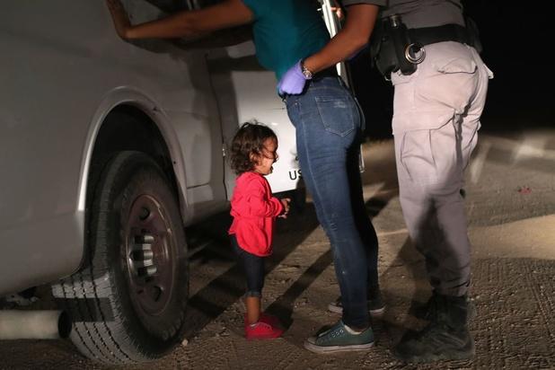L'image signée John Moore montrant une fillette hondurienne en pleurs, élue photo de l'année du World Press Photo