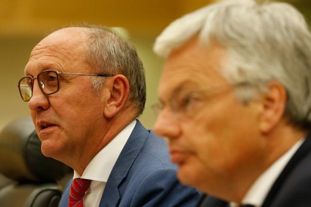 Informateurs Vande Lanotte en Reynders: 'Herhaling scenario van 2010 is onmogelijk met ontslagnemende minderheidsregering'