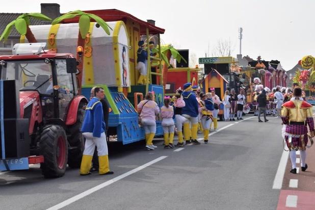 Massa volk voor carnaval in Lissewege