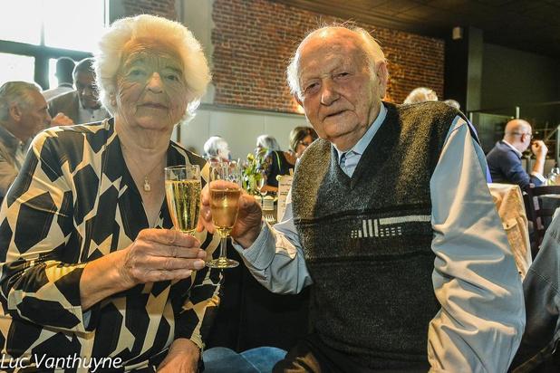 """Léon Knockaert en Marie-Louise Ryckebosch uit Wervik vieren zeventigste huwelijksverjaardag: """"Nog altijd even zot van elkaar!"""""""