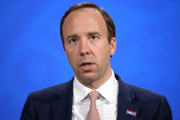 Covid: le ministre britannique de la Santé démissionne pour non-respect des règles sanitaires