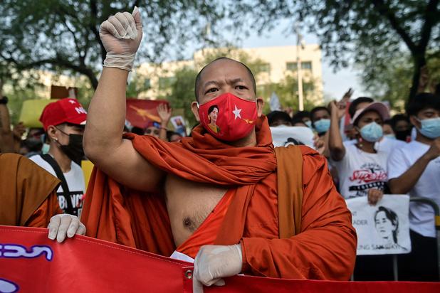 Les Birmans moins nombreux dans les rues après le déploiement de troupes
