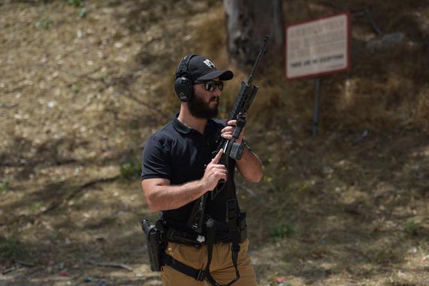 Face aux attaques dans les synagogues aux Etats-Unis, la tentation des armes à feu