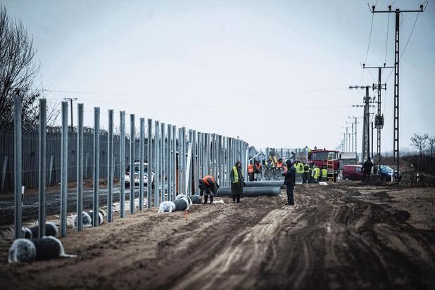 Frontières hongroises fermées: l'Europe met Budapest en garde