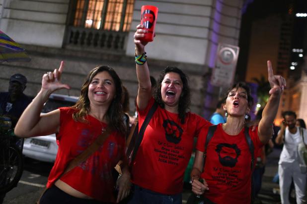 """Brésil : libéré, Lula promet de """"continuer à lutter"""" pour le peuple brésilien"""