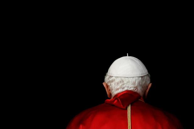 """Sept ans après sa démission, Benoît XVI alimente la saga de """"deux papes"""""""