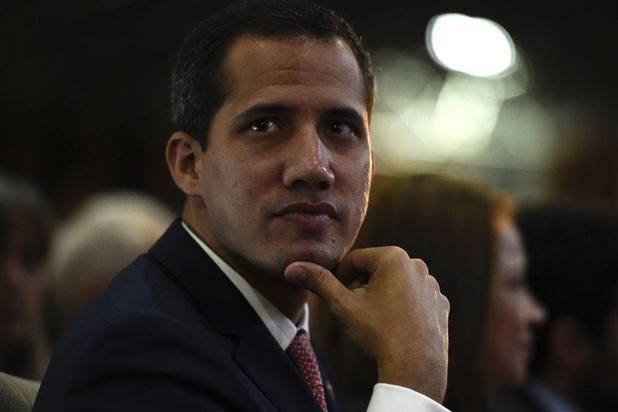 Les bâtons du pouvoir dans les roues de Juan Guaido
