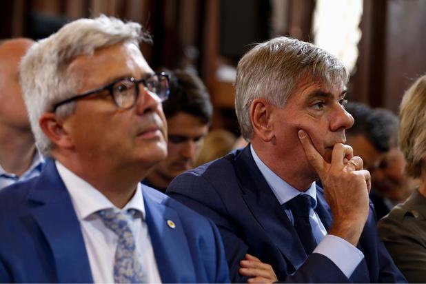 Le Vlaams Belang Filip Dewinter prend la présidence du parlement flamand, suite à la démission de Kris Van Dijck