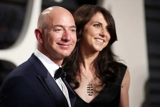 Ex van Amazon-topman Bezos tast diep in de buidel voor het goede doel