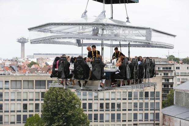 Cette saison, Dinner in the sky surplombera le Canal de Bruxelles