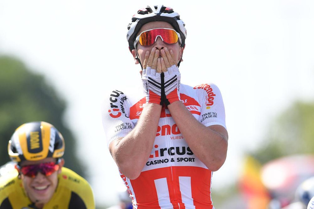 Tim Merlier behaalt de Belgische driekleur op de weg