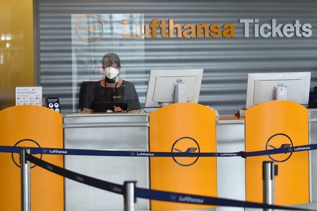 Lufthansa-aandeel zakt diep in het rood