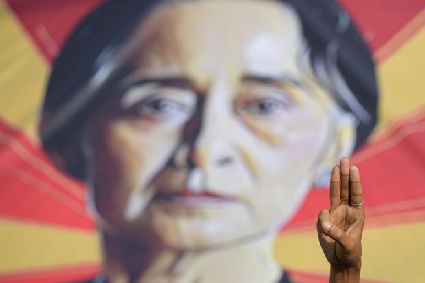 Les Birmans bientôt coupés du monde extérieur ?