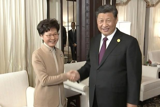 Chine: Xi conforte la dirigeante de Hong Kong malgré les violences