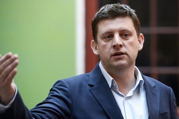 Le président du sp.a, John Crombez, demande et obtient une dérogation à l'interdiction de cumul