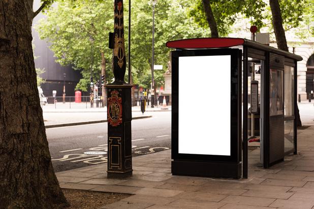 """Royaume-Uni: des documents de défense """"sensibles"""" découverts derrière un arrêt de bus"""