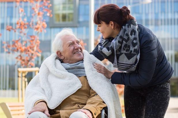 'Mantelzorg als waardig alternatief voor professionele zorg? Neem mantelzorgers dan niet voor lief'