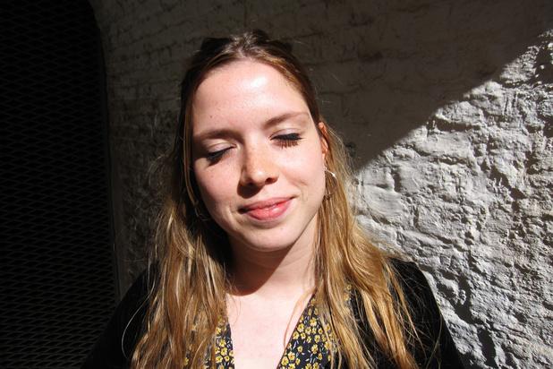 Ellen Steegen bewijst op Theater Aan Zee dat ze het ook alleen kan