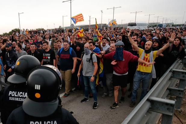 """Catalogne: un """"tsunami"""" clandestin à l'origine de la mobilisation"""